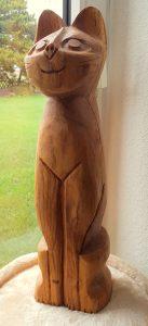 Katze aus Eichenholz